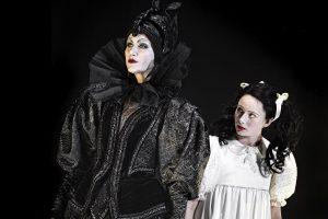 Xenia Lach-Nielsen og Annika Aakjær - Snehvide - Aarhus Teater