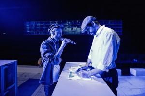 Chadi Alderbas og Zaki Nobel Mehabil i forestillingen Bygning 4-7-12 på Teatret Svalegangen