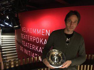 Christian Lollike modtager Teaterpokalen
