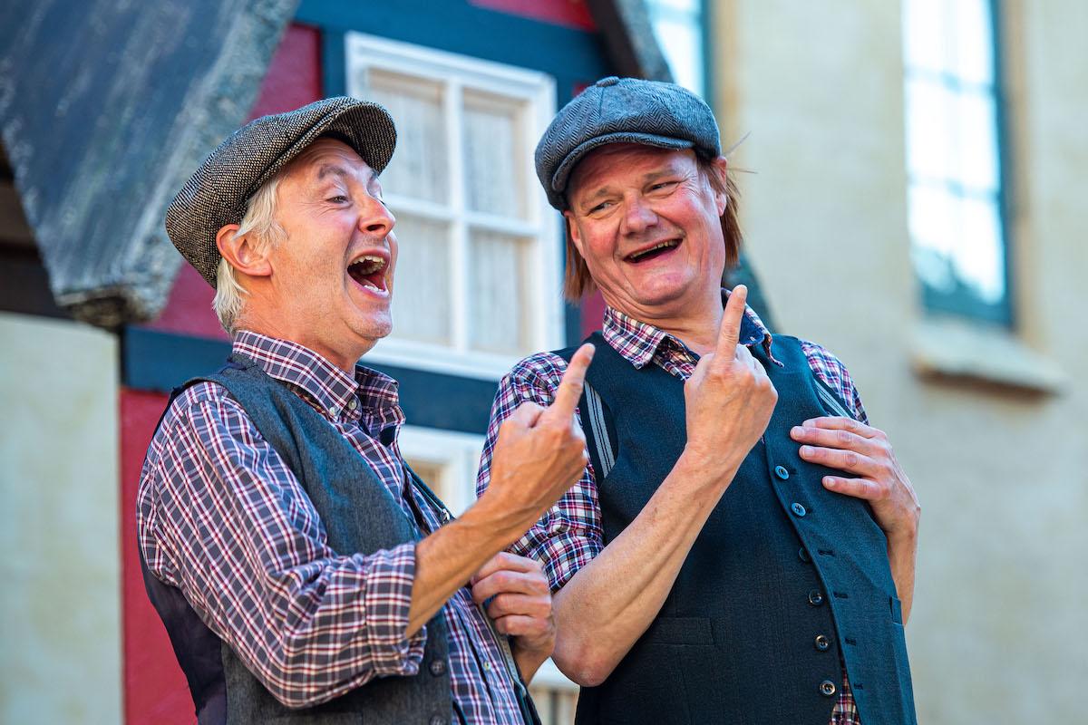 De fedtede fætre på Kærgården - Holbæk Teater
